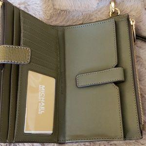Michael Kors Bags - Michael Kors Double Zip Wristlet